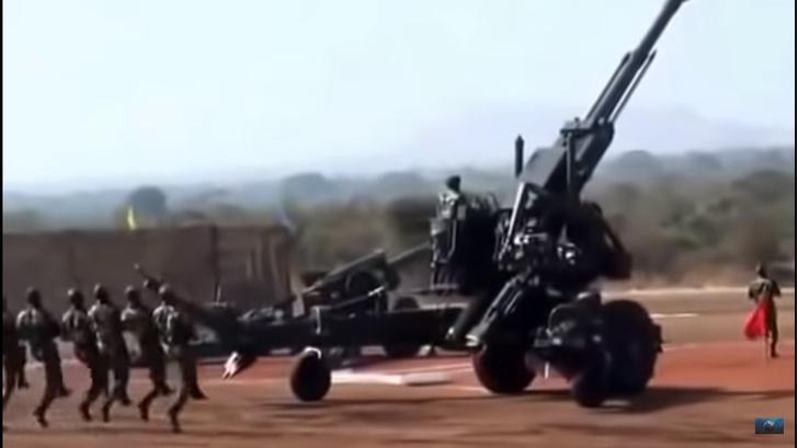 Фото №1 - Болливуд отдыхает: индусы разворачивают грозную пушку на военных учениях