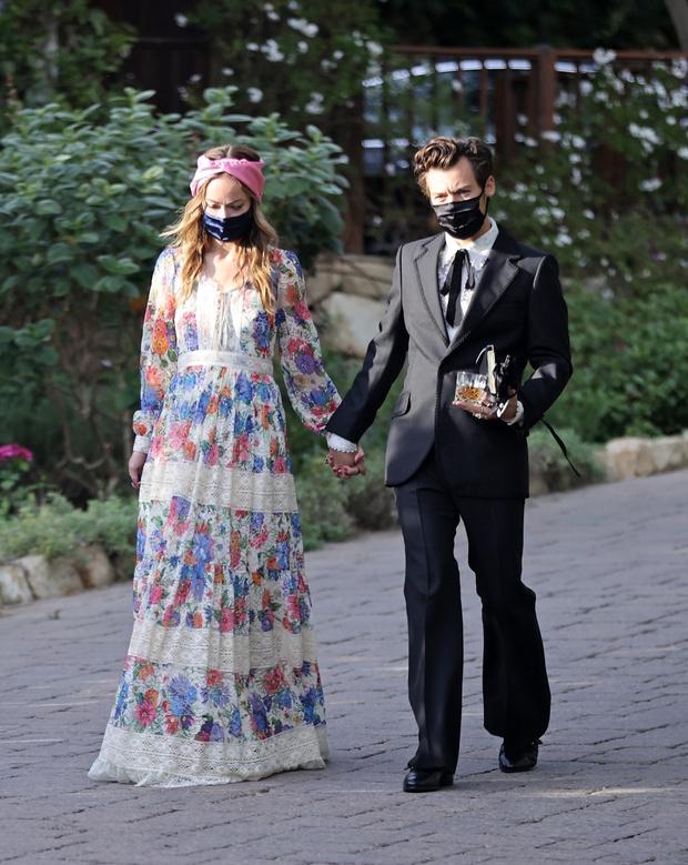 Фото №1 - Это официально: Гарри Стайлс впервые вышел в свет с новой возлюбленной— Оливией Уайлд
