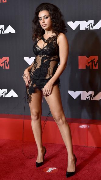 Фото №38 - Премия MTV VMA 2021: лучшие, худшие и самые яркие образы церемонии
