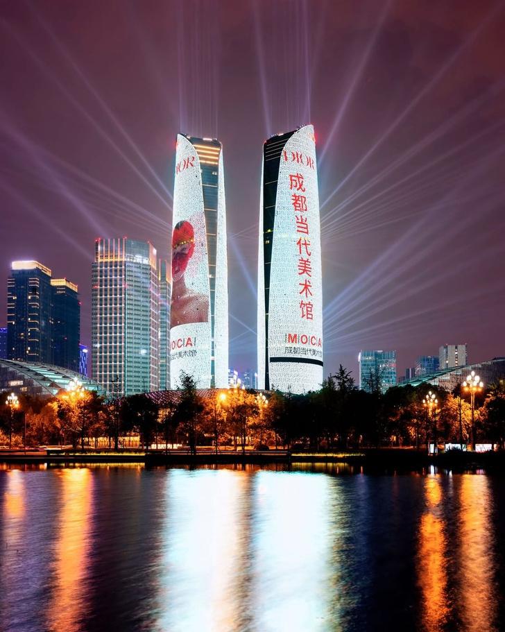 Фото №2 - Как выглядит самое эффектное приглашение на выставку Dior в Китае