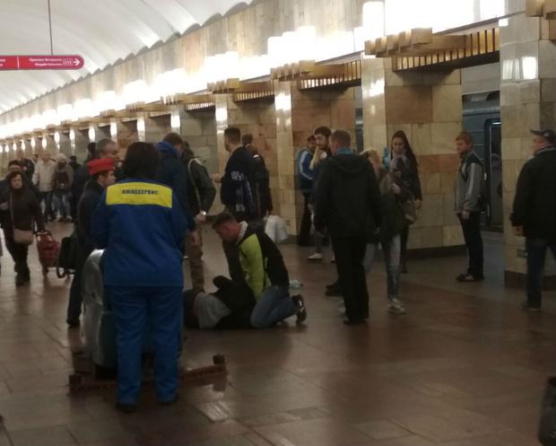 Фото №1 - Остановите, я сойду: женщина родила прямо в метро