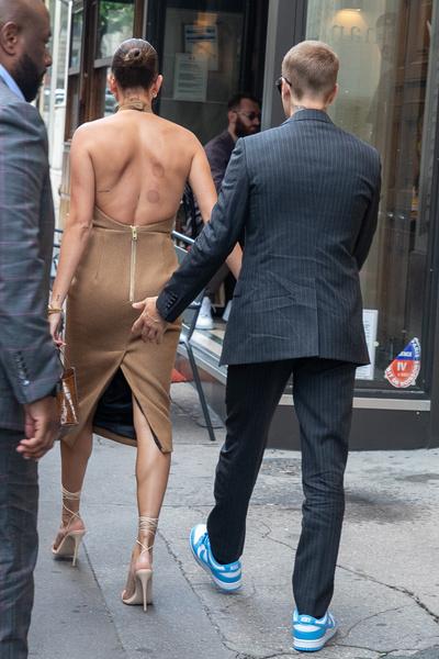 Фото №2 - Это надо видеть! Джастин и Хейли Бибер встретились с президентом Франции