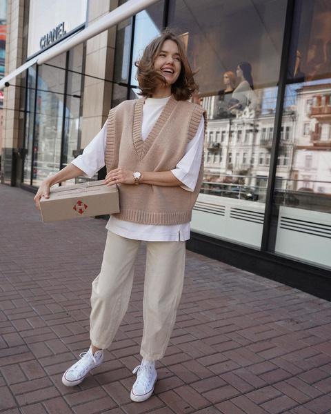 Фото №1 - По заветам блогеров: как носить тренд этого сезона — трикотажные жилеты