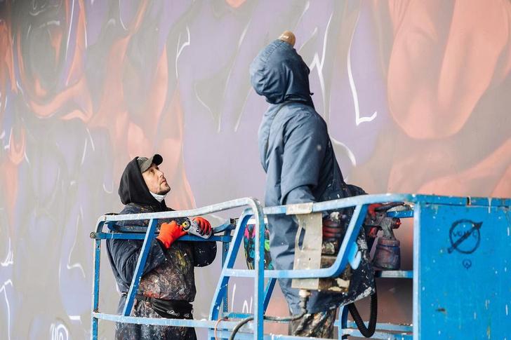 Фото №1 - Что посмотреть в Москве: на набережной «Музеона» откроется мурал художника Саши Купаляна ✨