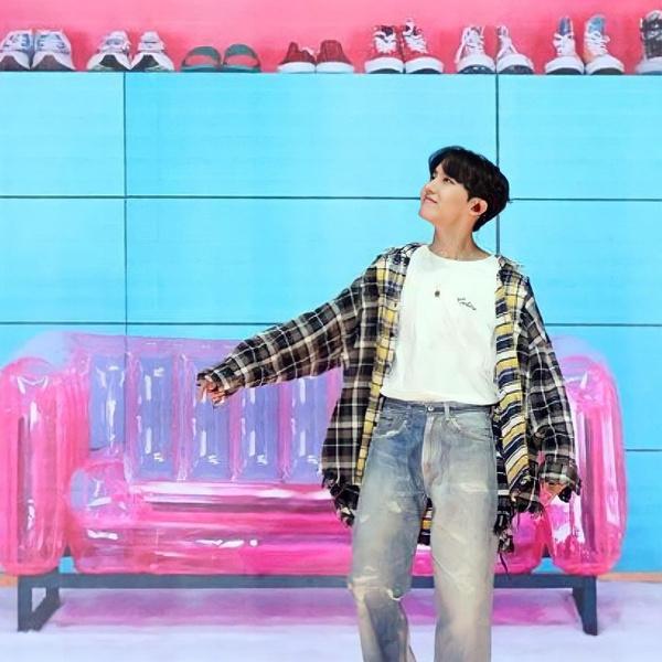 Фото №5 - Самые лучшие повседневные луки Джей-Хоупа из BTS 😍