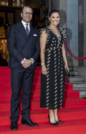Фото №2 - Принцесса Швеции надела цветочное платье, которое дико стройнит