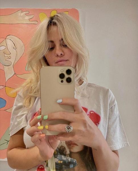 Фото №1 - «На окрашивание ушло больше 8 часов»: колористы Селены Гомес раскрыли секреты ее блонда