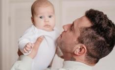 Знакомьтесь, мой малыш: Павел Прилучный удивил поклонников снимком с младенцем и обручальным кольцом