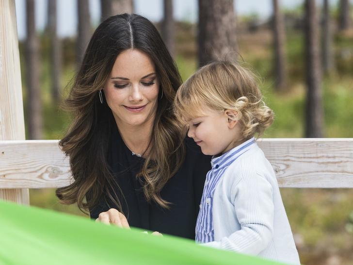Фото №9 - Самые трогательные фото королевских мам с детьми