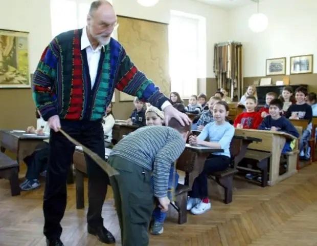 Фото №1 - 9 диких школьных наказаний в разных странах