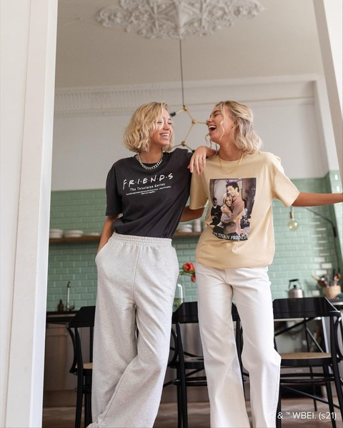 Фото №2 - 5 простых причесок для фотосессии с сестрой: показывают близняшки Мантлер👭