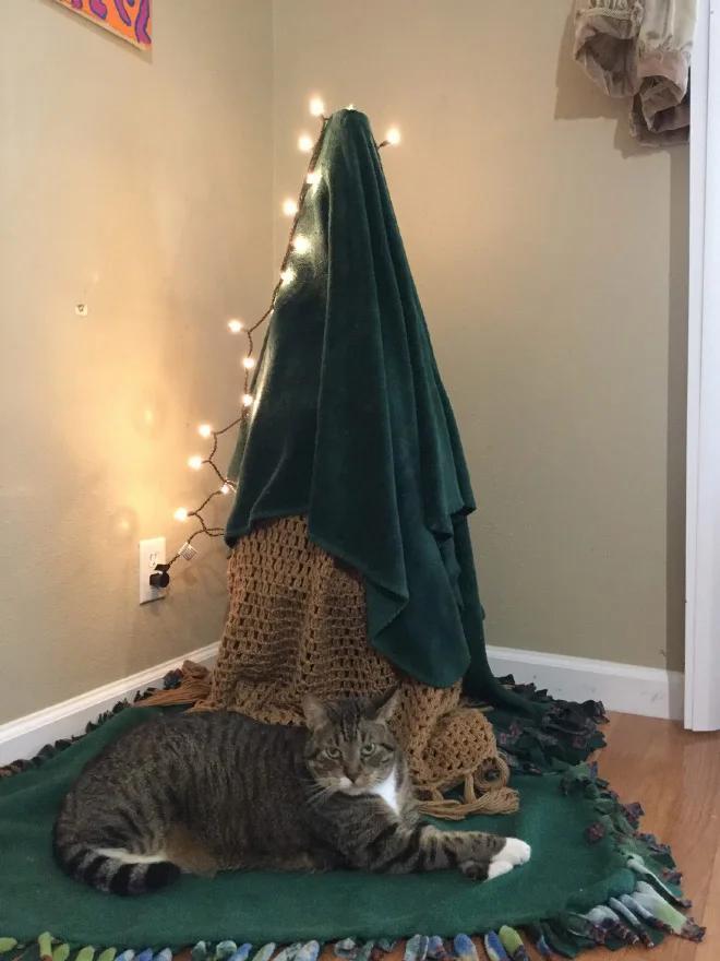 Фото №15 - Как защитить новогоднюю елку от кота: 7 самых хитрых способов с фотоинструкцией