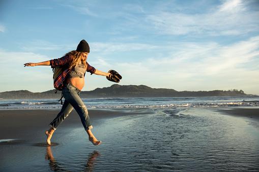 Фото №1 - 11 вещей, которые беременные начали делать только в XXI веке