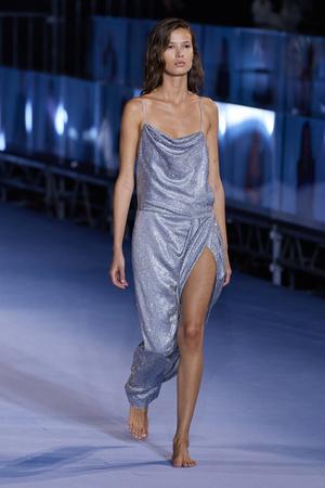 Фото №47 - Полный гид по самым модным платьям для весны и лета 2021