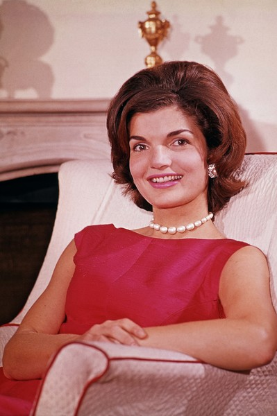 Фото №2 - Просто и со вкусом: 5 секретов стиля Жаклин Кеннеди