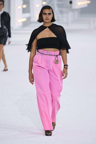 Фото №2 - Какие джинсы будут в моде весной и летом 2021