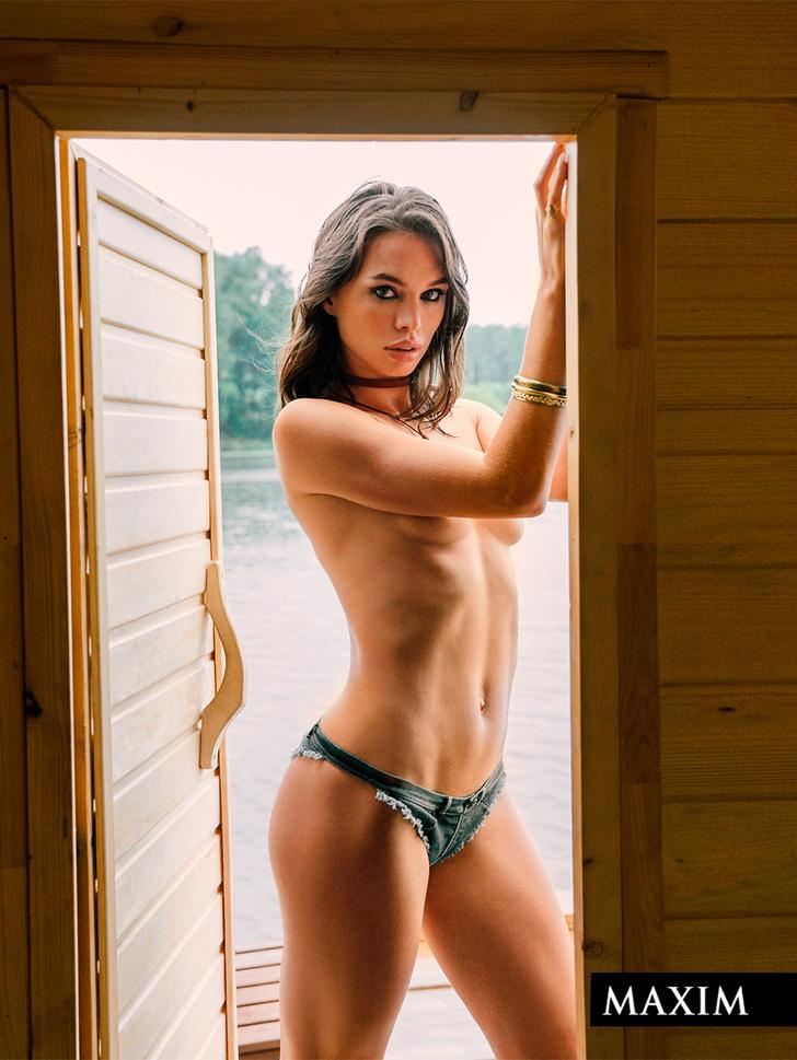 Фото №11 - Победная фотосессия Мiss MAXIM 2021 Валерии Богачевой и еще девяти финалисток конкурса