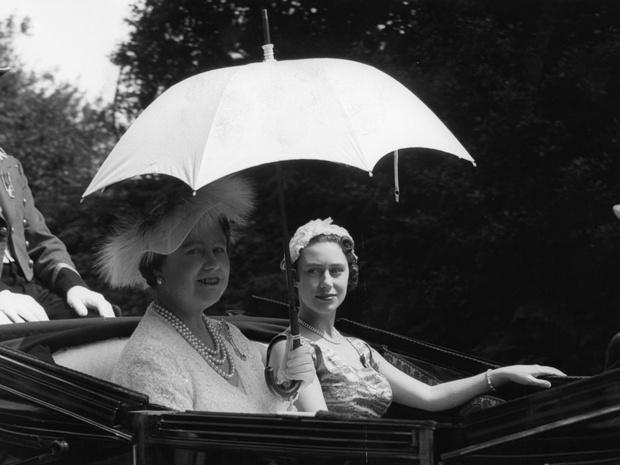 Фото №3 - Тайные встречи: как королева-мать помогала Маргарет скрывать скандальный роман (и чем все закончилось)
