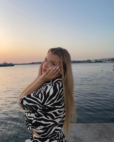 Фото №1 - Как носить принт «зебра» летом 2021: вдохновляемся образом Кристи Крайм
