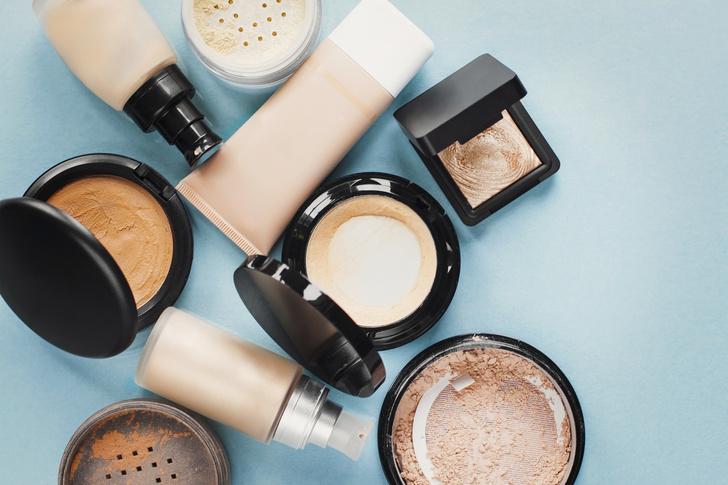 Фото №2 - Как вывести с одежды пятно от тонального крема: 8 лайфхаков