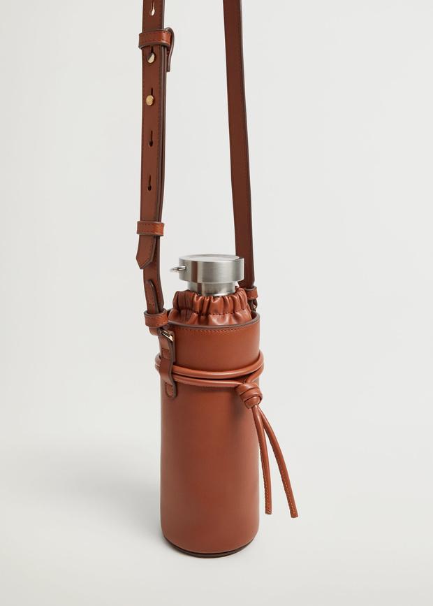 Фото №11 - Фэшн-гидратация: 15 бутылок и сумок для них, которые захочется носить каждый день