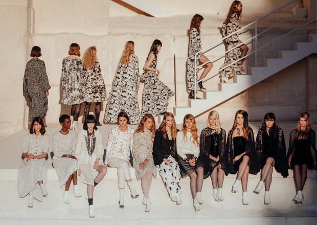 Фото №1 - Отныне мода— это черно-белое кино. Так провозгласили Chanel, так тому и быть