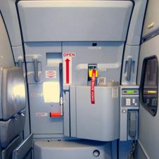 Фото №2 - Как в самолете устроиться с комфортом