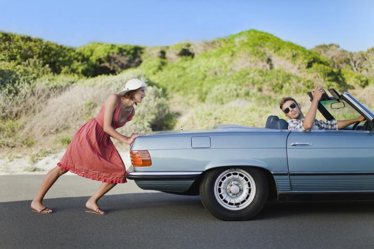 Фото №1 - Как в одиночку толкать машину и рулить (суперлайфхак)