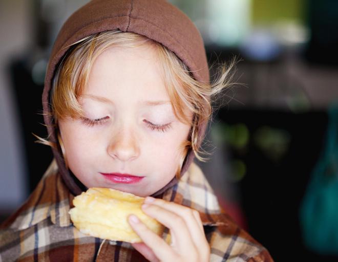 Кушаем пирожки с помидорами и сыром: рецепт