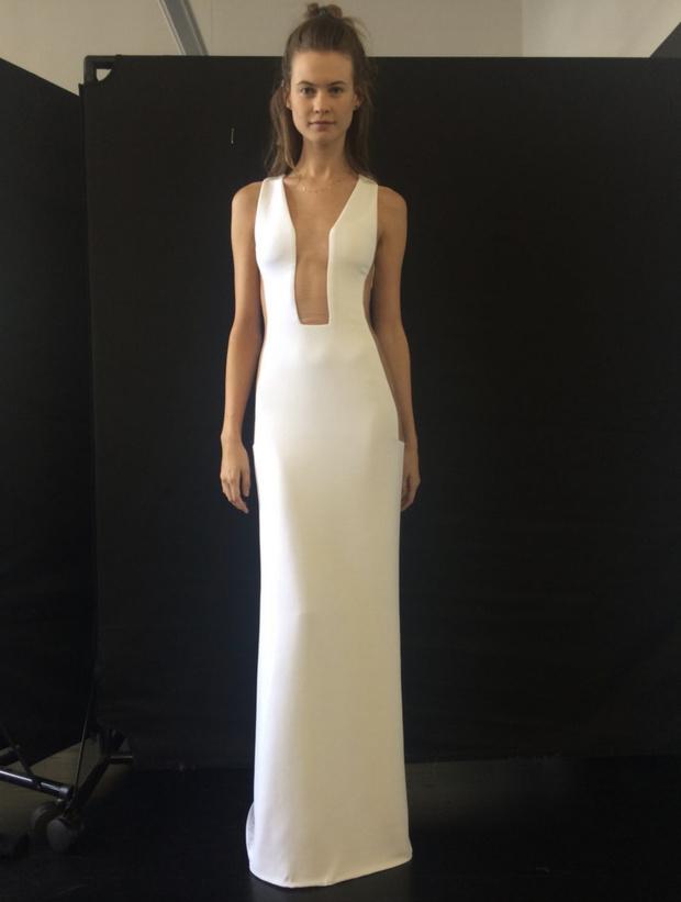 Супермодель Бехати Принслу показывает «голое» свадебное платье, которое никто не видел