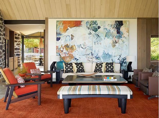 Фото №2 - Чем украсить стену за диваном: 8 идей