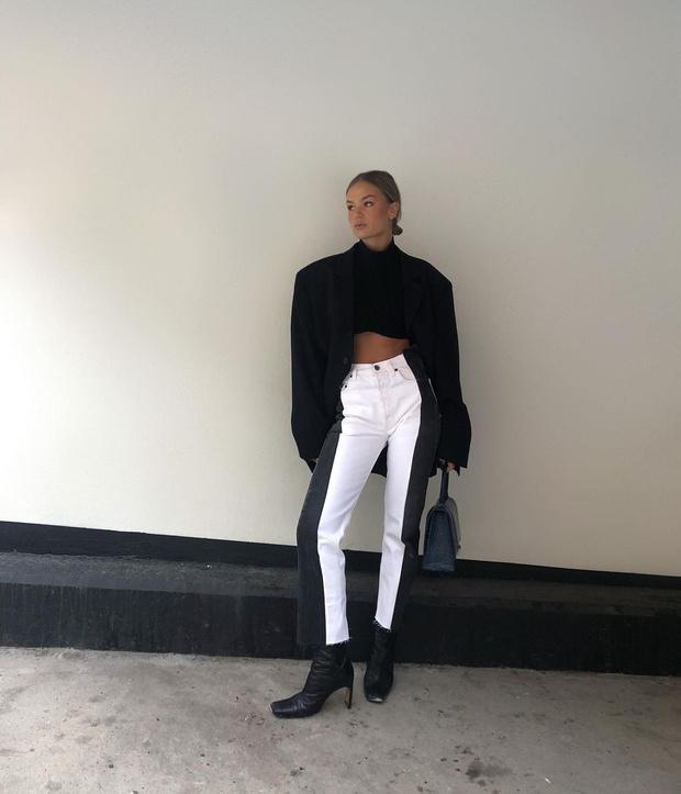 Фото №2 - Инфлюенсер Ханна Шонберг нашла белые джинсы, которые делают фигуру безупречной