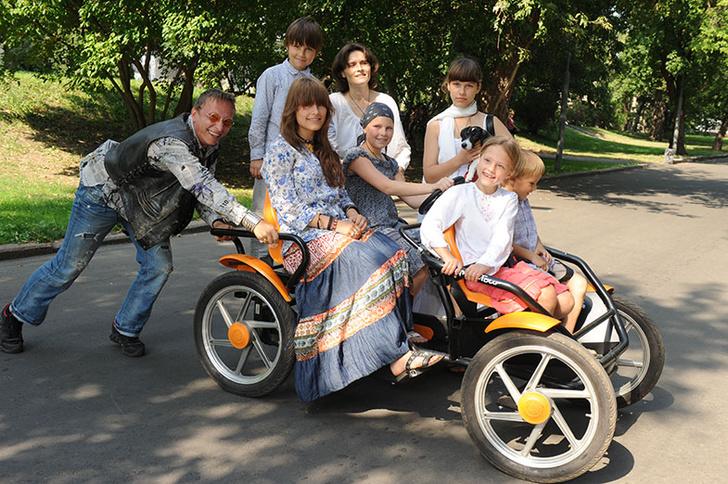 Фото №9 - Охлобыстин: «С женой Штирлиц встречался в кафе, я – в церкви»