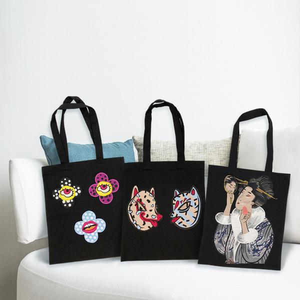 Фото №1 - Katya Dobryakova создала лимитированные сумки для Japonica
