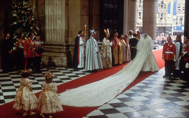 Фото №5 - Свадебное платье принцессы Дианы будет выставлено в Кенсингтонском дворце