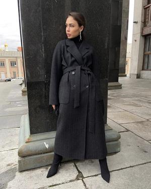 Фото №2 - Надоел пуховик? Вот какие пальто, эко-шубы и дубленки в моде этой зимой