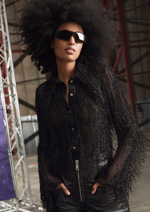 Фото №2 - Идеальные блейзеры и необычные джемперы: как выглядит новая коллекция H&M Studio SS21