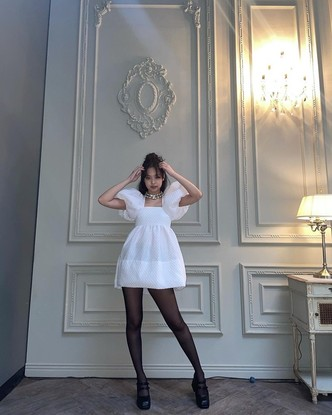 Фото №3 - Платье в стиле baby doll— модная находка осени. Смотри, как носит Дженни из BLACKPINK