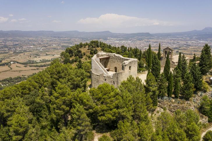 Фото №1 - Студия Meritxell Inaraja восстановила замок XII века в Каталонии