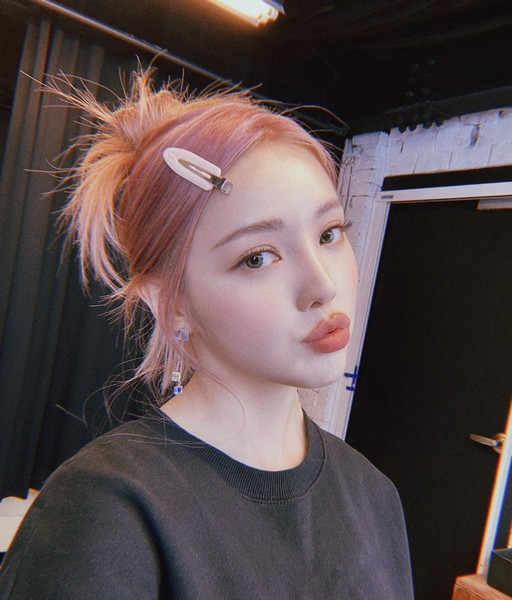 Фото №5 - Что нужно знать, если хочешь покрасить волосы в розовый, мятный или еще какой-нибудь необычный цвет