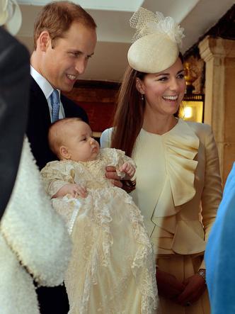 Фото №21 - Самые стильные образы королевских мам на крестинах их детей
