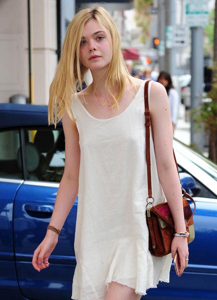 Фото №13 - Почему стало модно ходить без бюстгальтера