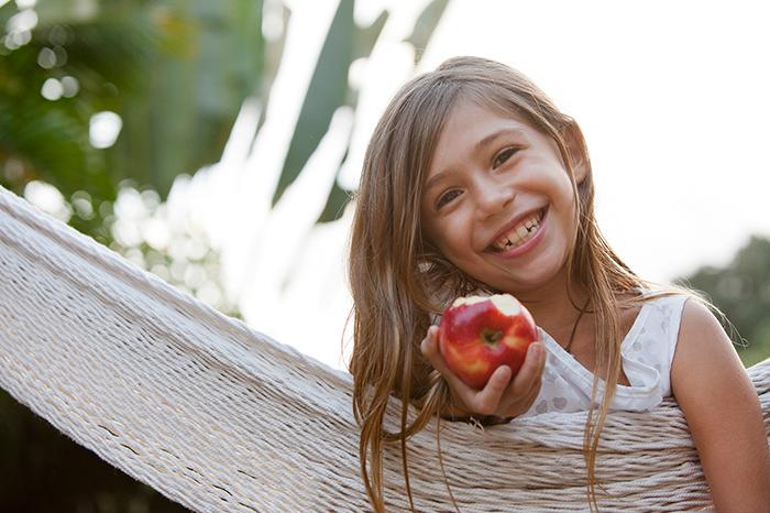 Фото №1 - Береги смолоду: продукты, полезные для зубов