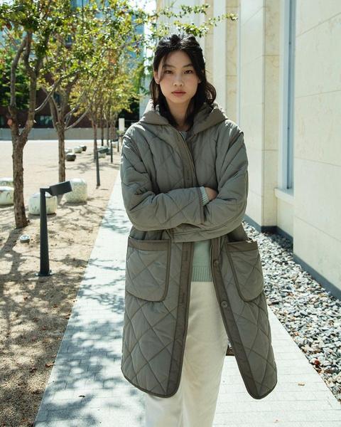 Фото №2 - Стеганые куртки, гольфы и свитеры с замком— тренды осени и зимы 2021-2022, которые носит Чон Хо Ён