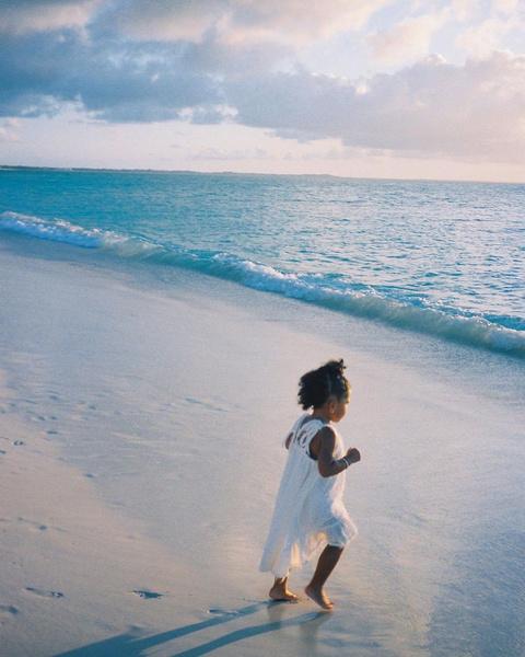 Фото №1 - Милота дня: Кайли Дженнер поделилась очаровательным видео в честь трехлетия дочери