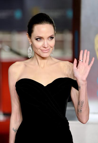 Фото №16 - Джоли снова обвинила Питта в домашнем насилии и готовит детей дать показания против отца