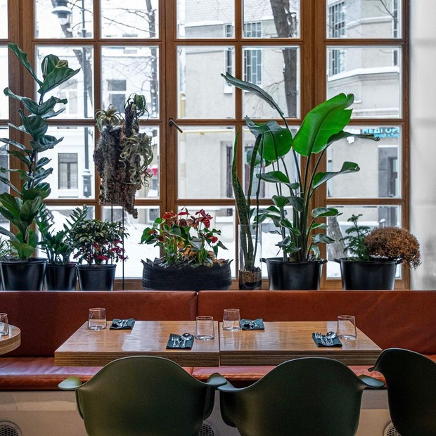 Фото №4 - Flaner: новый ресторан в Москве с мебелью Vitra