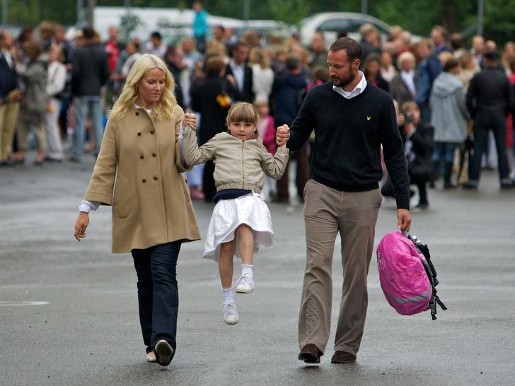 Фото №17 - Самые трогательные фото королевских мам с детьми