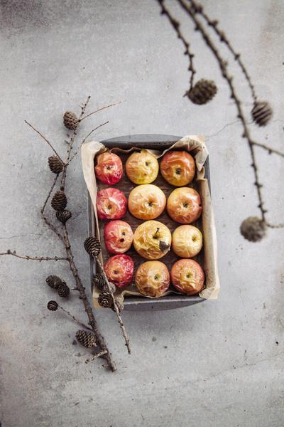 Фото №1 - Для здоровья и для вкуса: почему печеные яблоки полезнее обычных?