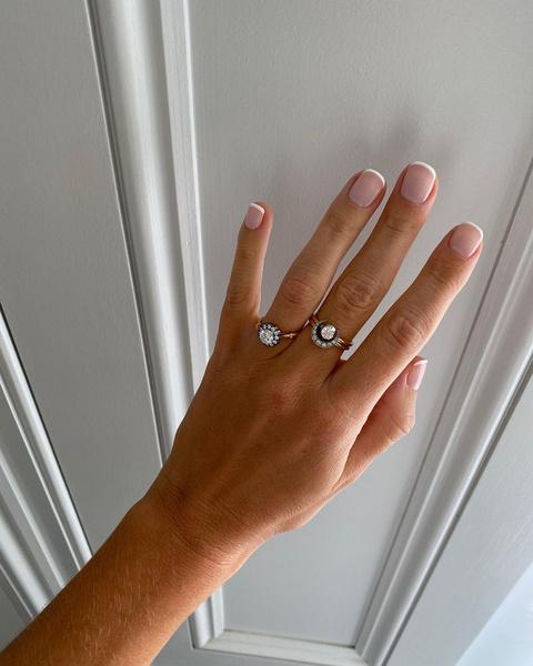 Фото №2 - Квадратные, овальные или миндаль: как выбрать идеальную форму ногтей